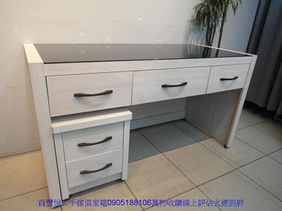 二手書桌二手雪松色145公分黑玻璃三抽電腦桌附活動櫃書桌寫字桌 2