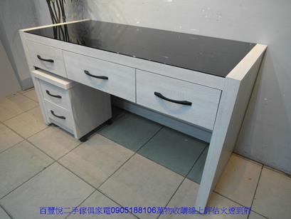二手書桌二手雪松色145公分黑玻璃三抽電腦桌附活動櫃書桌寫字桌 4