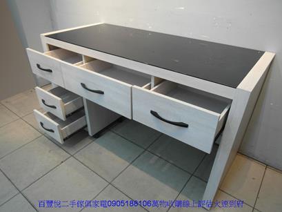 二手書桌二手雪松色145公分黑玻璃三抽電腦桌附活動櫃書桌寫字桌 5