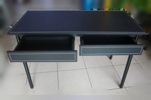 全新庫存時尚黑書桌 馬鞍皮寫字桌有抽屜 黑色皮面辦公桌電腦桌 2抽工作桌 3