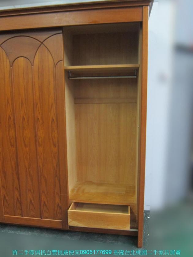二手柚木色245公分三門推門大衣櫃 中古衣櫥 櫥櫃 收納櫃 置物櫃 邊櫃 儲物櫃 4